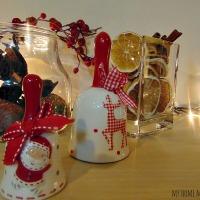 Χριστουγεννιάτικη διακόσμηση με υλικά της φύσης